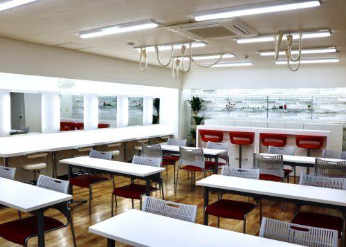 YIC京都ビューティのメイク・ネイル実習室