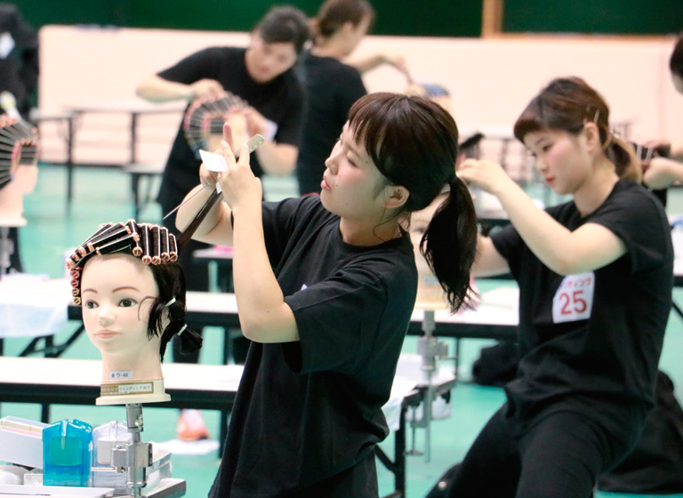 全国理容美容学生技術大会~理美容甲子園2