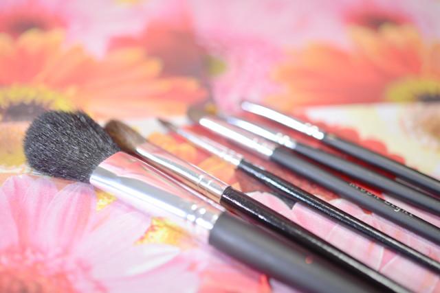 美容の専門学校が教える、メイク・ネイル・エステ・美容師など、美容業界で役立つスキルとは?