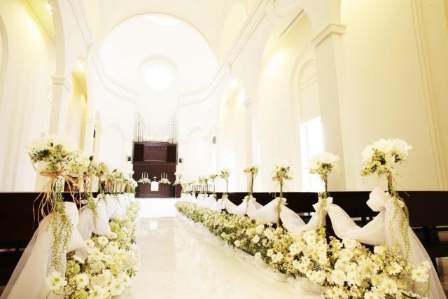 昭和、結婚式場での挙式が徐々に定着