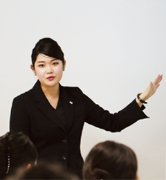 外部講師よる授業で美容業界の内容と特徴を理解
