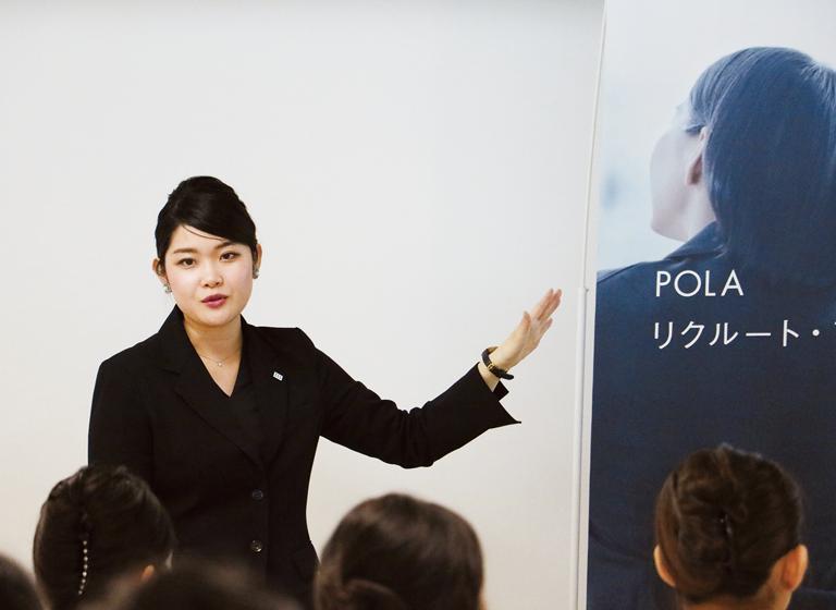 外部講師による授業で美容業界の内容と特徴を理解