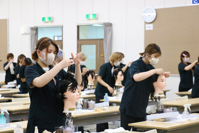 美容師になるには、美容師国家資格が必要