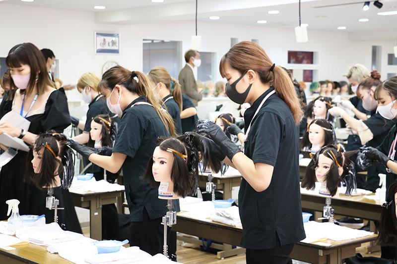 働きながら学べる美容師の通信教育「美容科通信課程」